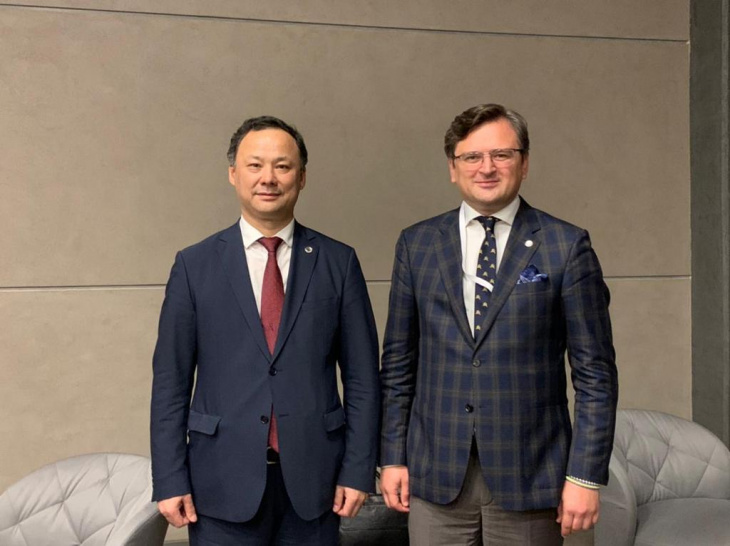 міністерство закордонних справ україни - дмитро кулеба зустрівся із главою мзс киргизстану русланом казакбаєвим