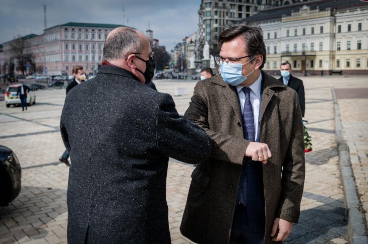 Дмитро Кулеба та Збігнєв Рау домовилися спільно консолідувати дієву міжнародну підтримку України на тлі загострення російської агресії